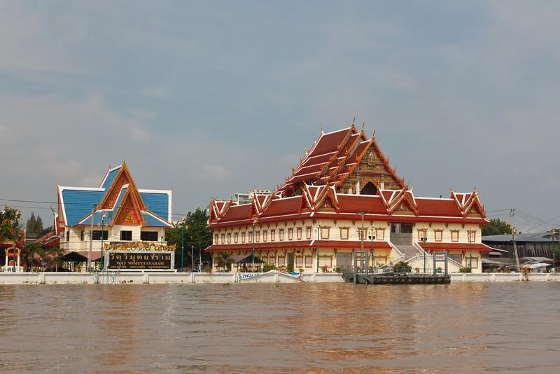 Wat Wimuttayaram on the Chao Phyara