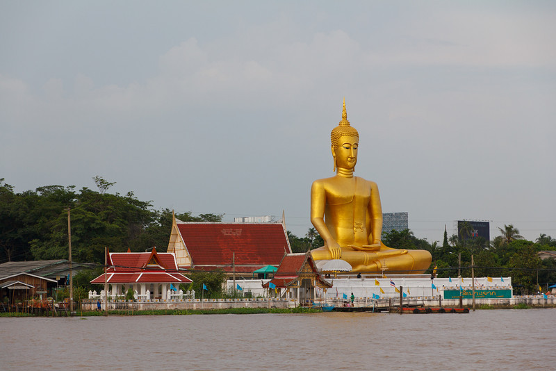 Wat Phai Lorm from the Chao Phyara River