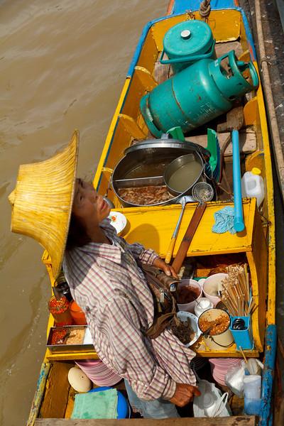 Food seller at Wat Chalermprakiat