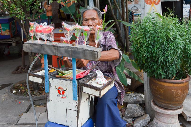 Seller at Wat Poramaiyikawas