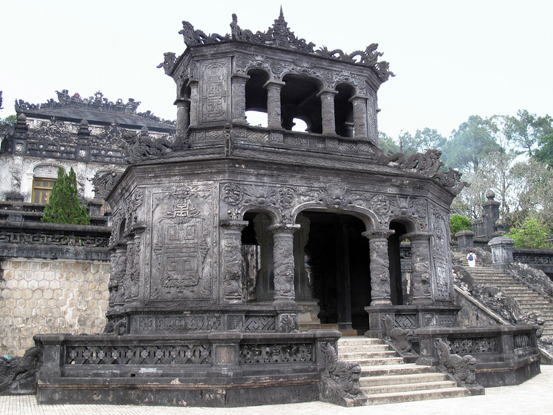Thien Dinh Palace and Tomb
