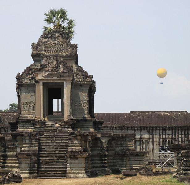 Angkor Wat and Tourist Ballon