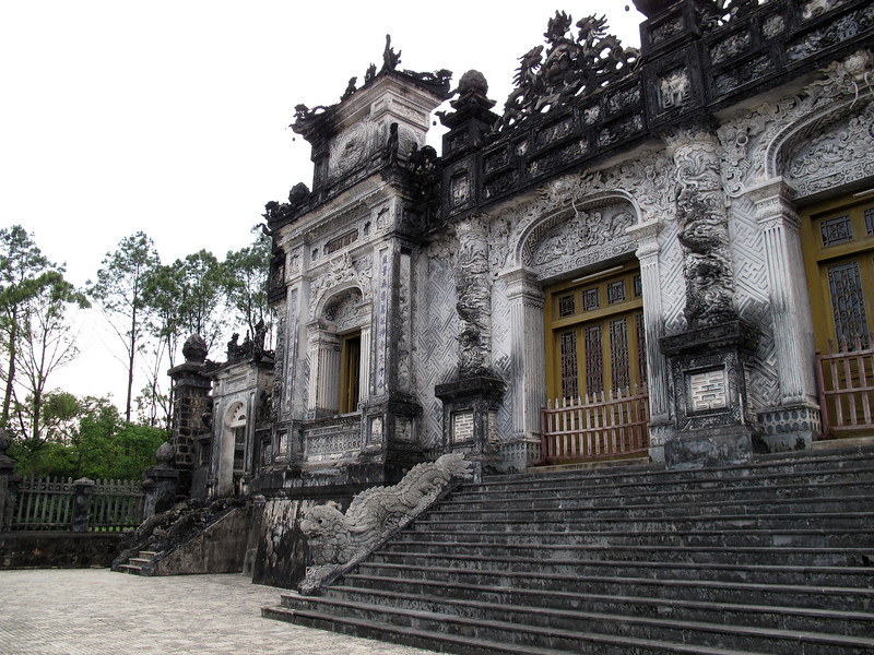 Thien Dinh Palace and Tomb - Hue