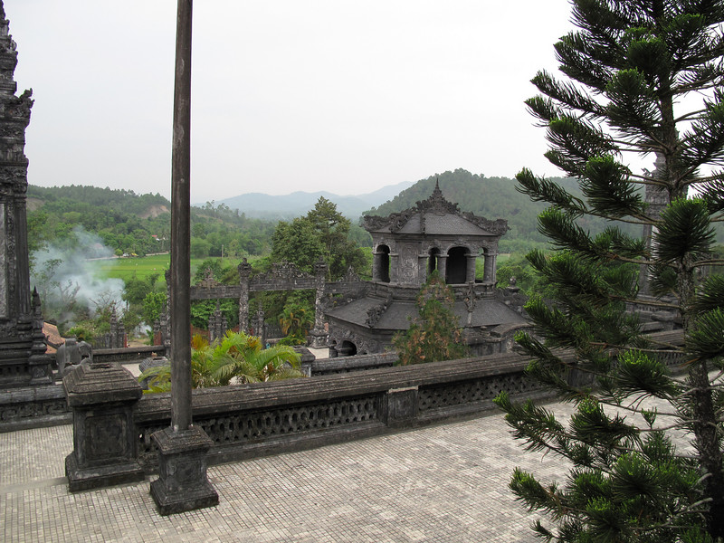 Thien Dinh Palace and Tomb Grounds - Hue