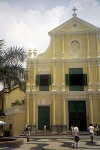 Sao Domingos Church.  The Church of Sao Domingos stands at the northern end of the Largo do Senado and is constructed in a 17th century European style. ... July 27, 2004 ... Copyright Robert Page III