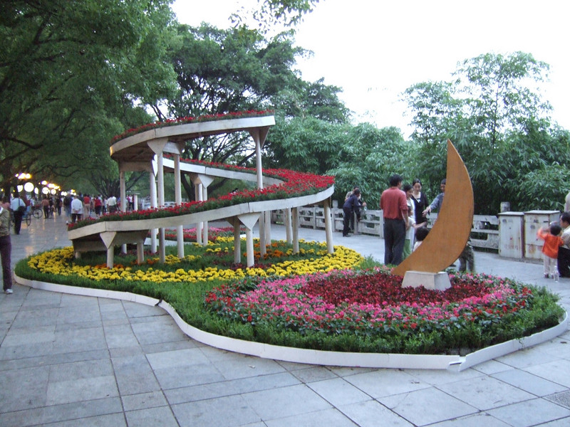 Flowers decorate Guilin for the National Holiday