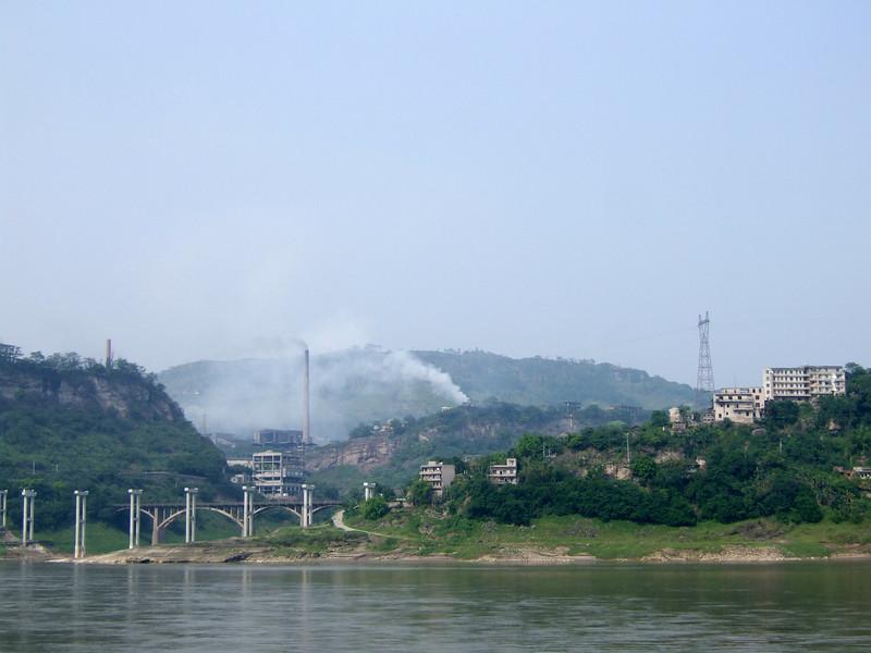 Bridge building on the Yangtze neat Chongqing