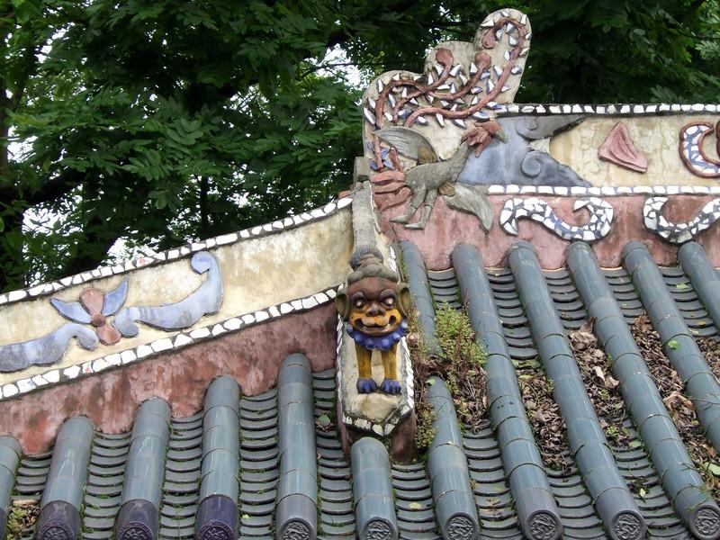 Roof details at Feng-Du