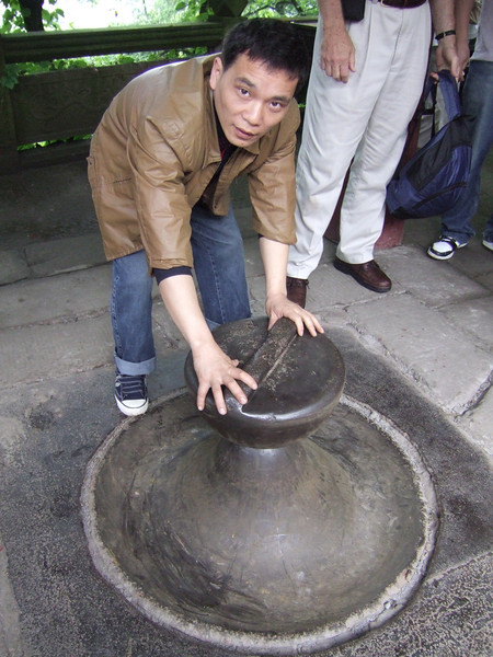 Place the metal object on the point at Feng-Du