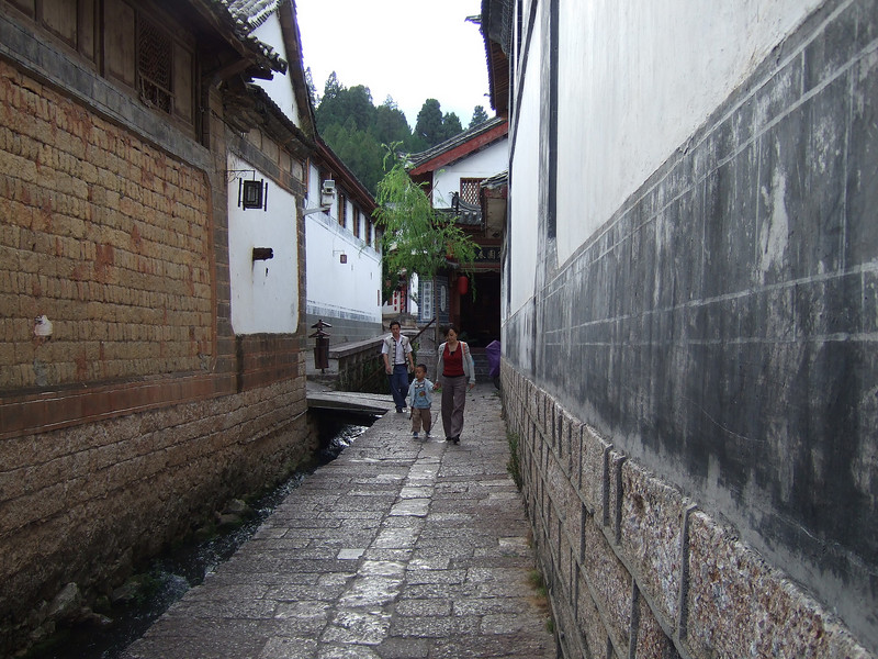 The street to get to the Lijiang Jiannanchun Hotel in the Old City