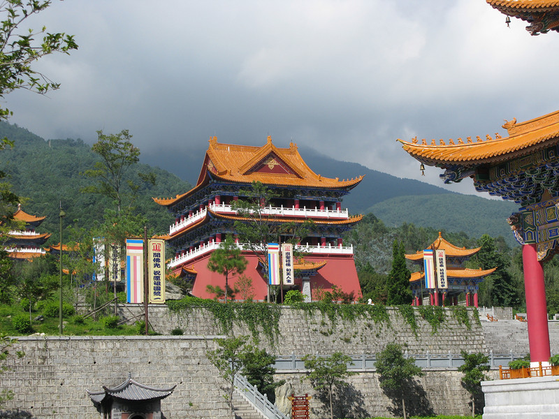Temples on the way down from the top - Three Pagodas - Dali
