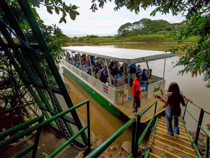 Tarcoles River birding and alligator spotting cruise in Costa Rica.