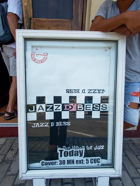 Stop at a Jazz Club for lunch in Santiago de Cuba.