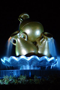 A fountain in the middle of a round-about - Muttrah, Oman ... December 3, 2006 ... Photo by Rob Page III