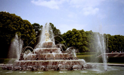 A fountain at Konig Schloss on the Herren Insel of Lake Chiemsee.  It is a castle built by King Ludwig II near Munich, Germany. ... June 29, 2001 ... Photo by Rob Page III