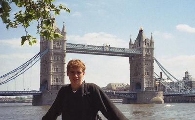 Rob and the Tower Bridge of London. ... June 21, 2001 ... Photo by Yamazaki-kun.