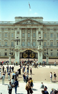 Buckingham Palace where the Queen lives. ... June 22, 2001 ... Photo by Rob Page III