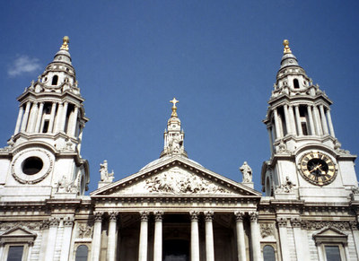 The front of St. Pauls Cathedral ... June 21, 2001 ... Photo by Rob Page III