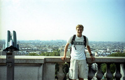 Rob with the view of Paris behind. ... June 24, 2001 ... Photo by Japanese tourists.