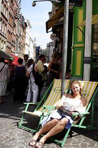 Relaxing in the Grote Markt - Antwerpen, Belgium ... June 18, 2006 ... Photo by Rob Page III