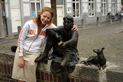 Emily made a new friend - Maastricht, Netherlands ... June 19, 2006 ... Photo by Rob Page III