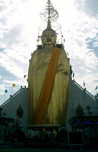 The Standing Buddha at Wat Intharawihan.  It is 32 metres tall or about 100 feet. ... August 17, 2004 ... Copyright Robert Page III