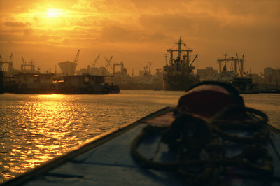 Returning to Port ... August 11, 2004 ... Copyright Robert Page III