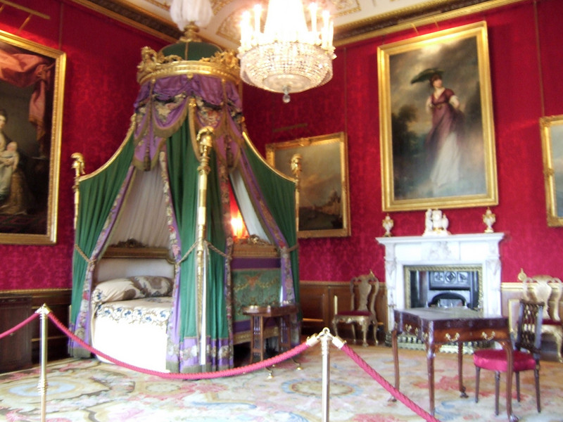 Windsor Castle - Queen's bedroom - No Photo Zone