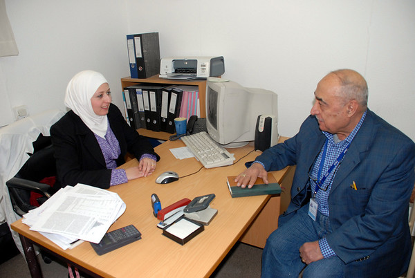 The NHF Nutritionist talking with Sabah
