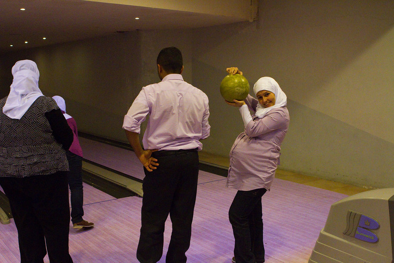 Esraa - bowling while 9 months pregnant!!