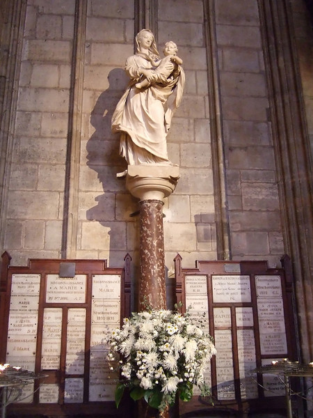 Hommage to Marie in Notre-Dame Cathedral