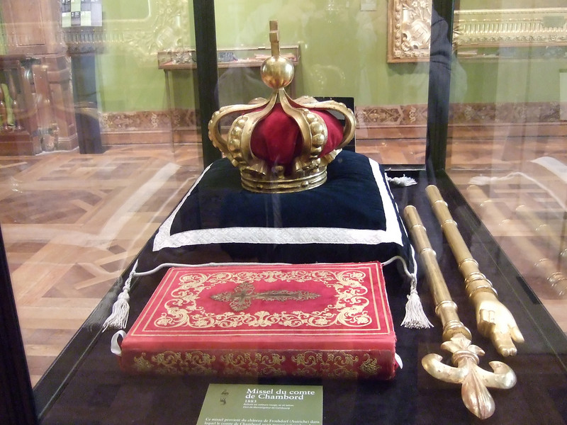 The Crown displayed at Chambord