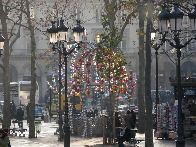 Street scene on Champs de Elysses