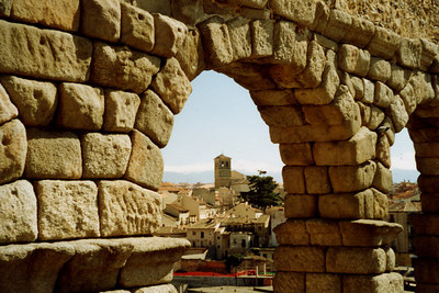 Looking through the aqueduct - Segovia, Spain ... March 2003 ... Photo by Rob Page III