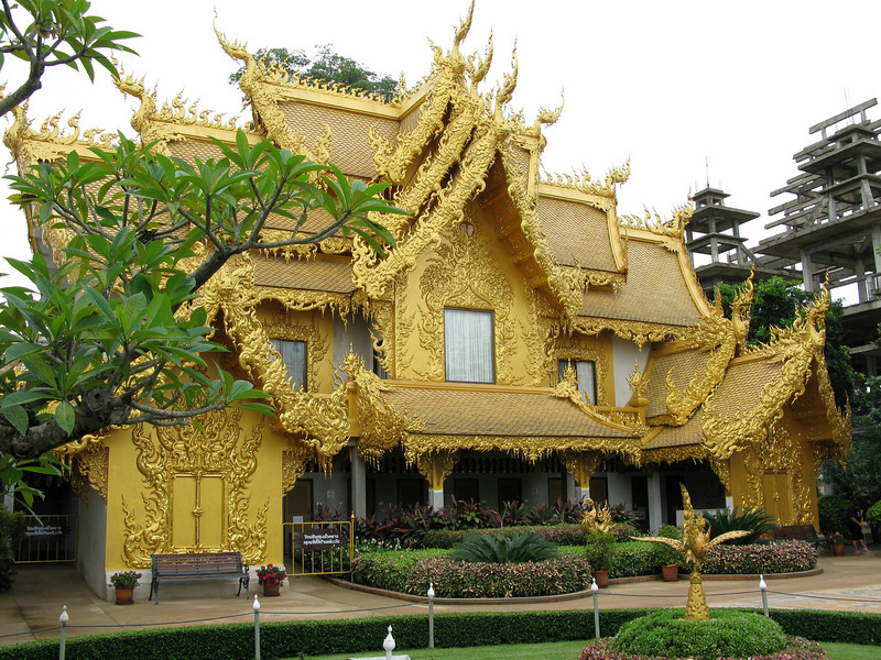 Gold Temple adjacent the Wat Rong Khun (White Temple)