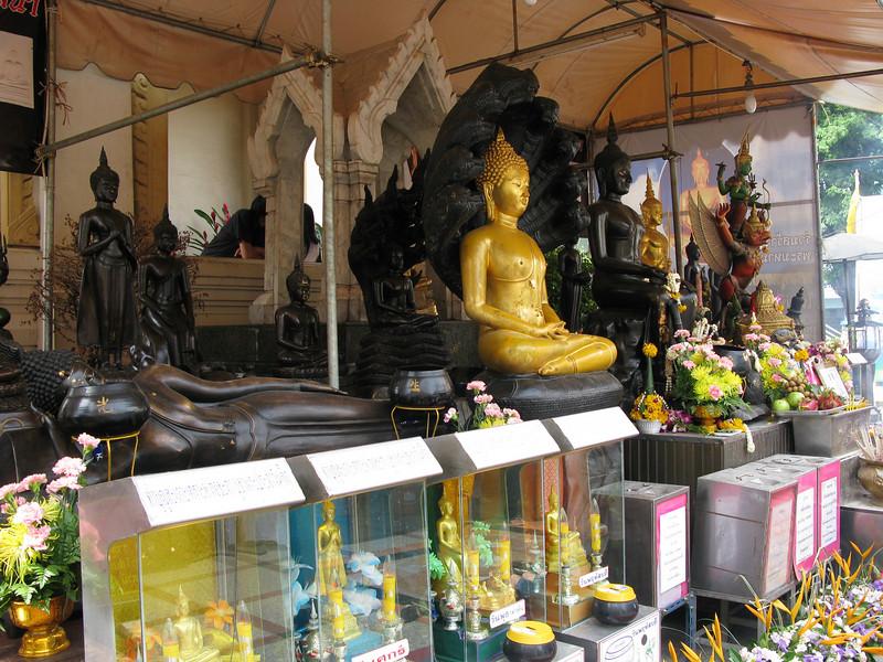 Budda Images at Wat Traimitr