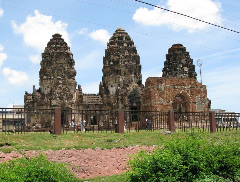 Wat Pra Prang Sam Yot Ruins (Monkey Town)