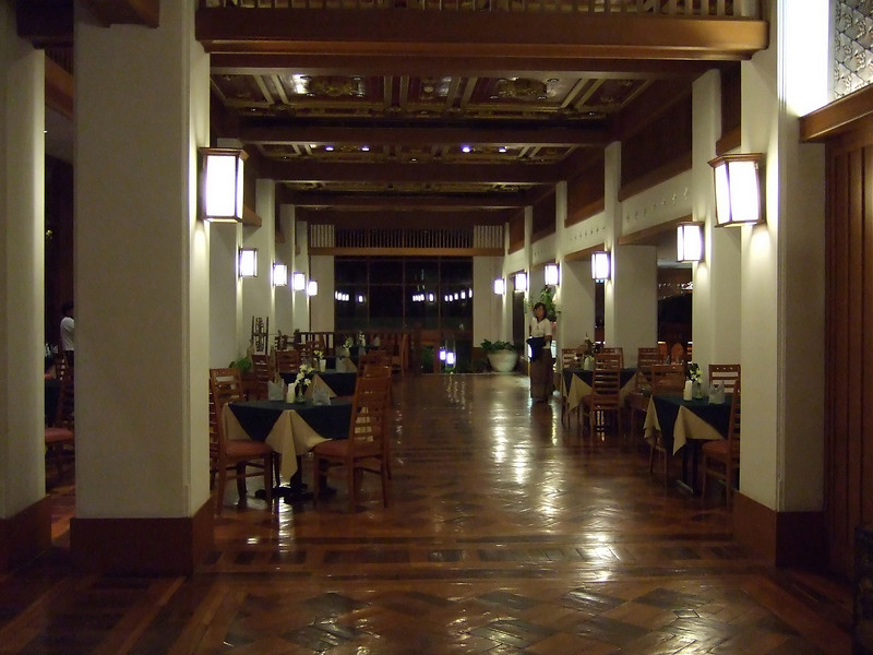 Lobby and dining area of the Weing Lakorn Hotel