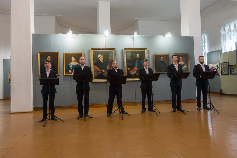 Vocal performance at the church in Uglich.