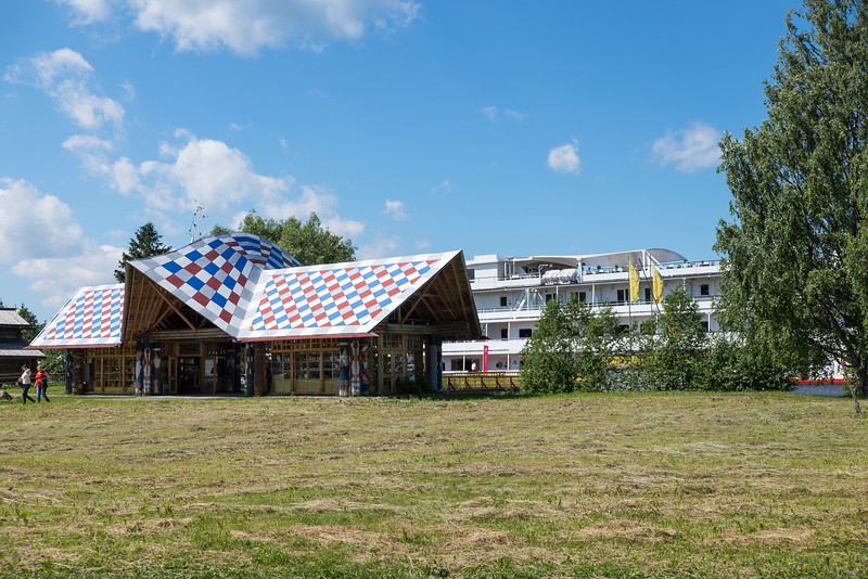 Souvenir sales building with the Ingvar docked in the background.