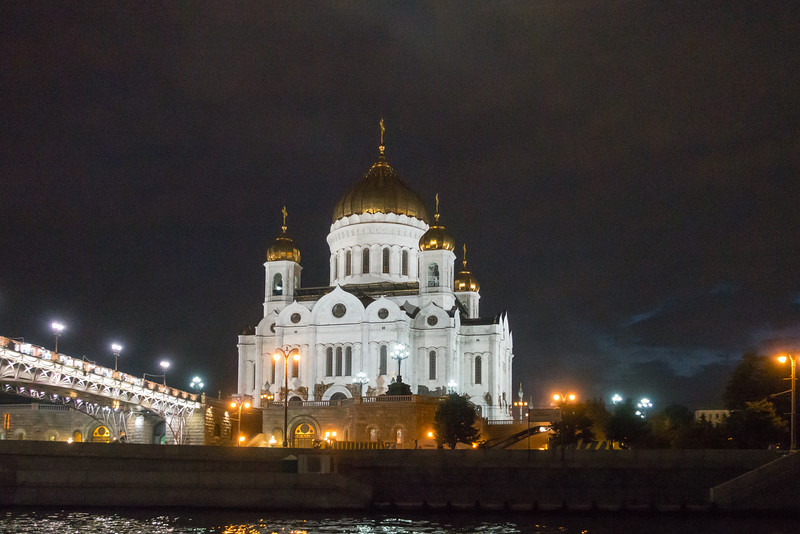 Cathedral of Christ the Savior from the Moscow Waterway.