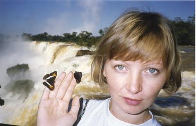 На фоне водопада Iguassu