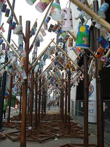 """Деревья с """"листьями"""" из детских рисунков на тему """"Миру-мир"""""""