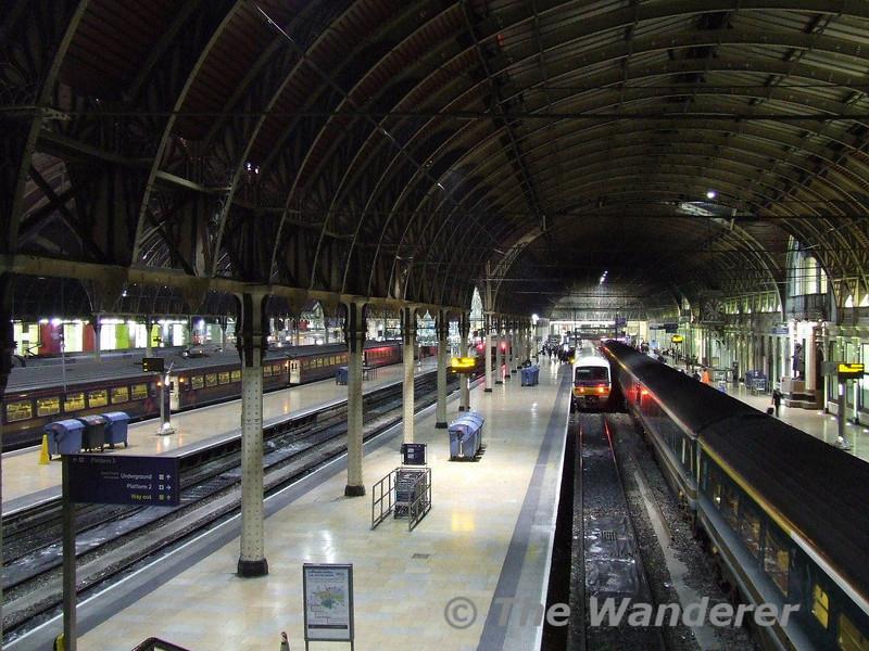 The classic shot of Paddington. The Sleeper stands in Platform 1. Fri 12.01.07