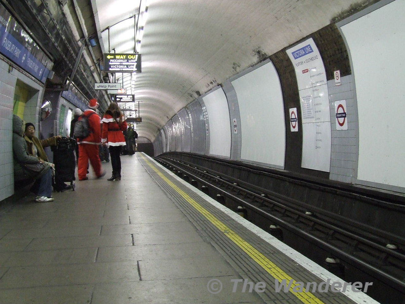 The Southbound Victoria Line at Finsbury Park uses the former Great Northern & City Railway Platforms which has an unusual humpback shape platform. Sat 13.12.08