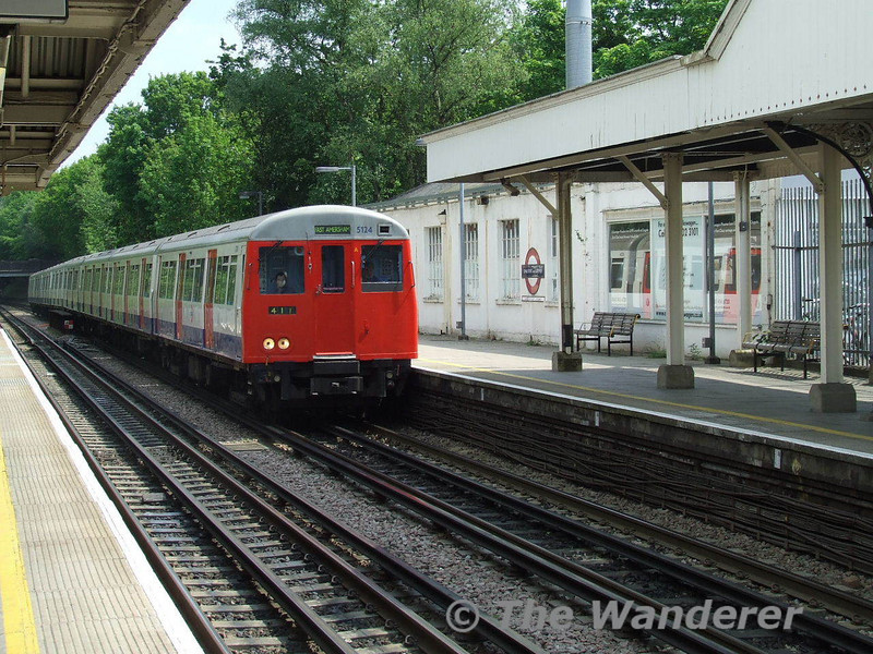 An A stock train arrives at Chalfont & Latimer. Mon 12.05.08
