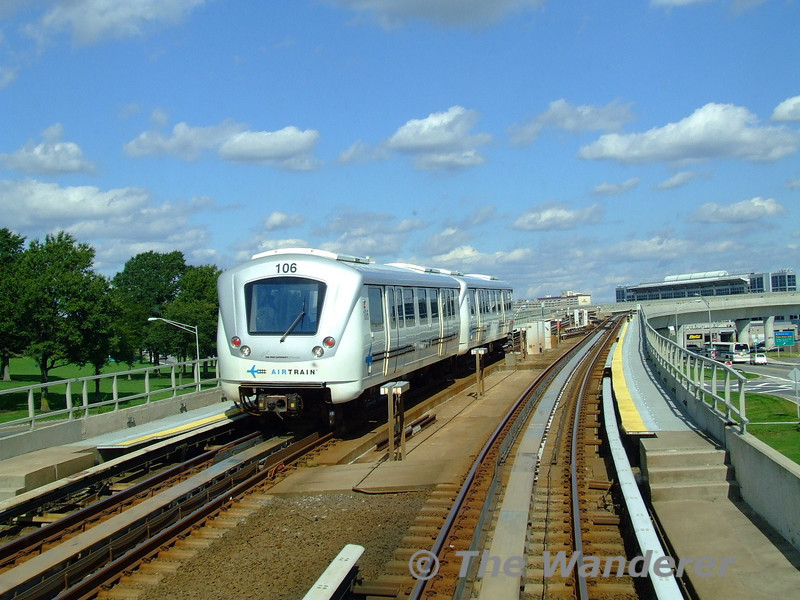 106 leads another car on the JFK Airtrain service. Mon 05.10.09