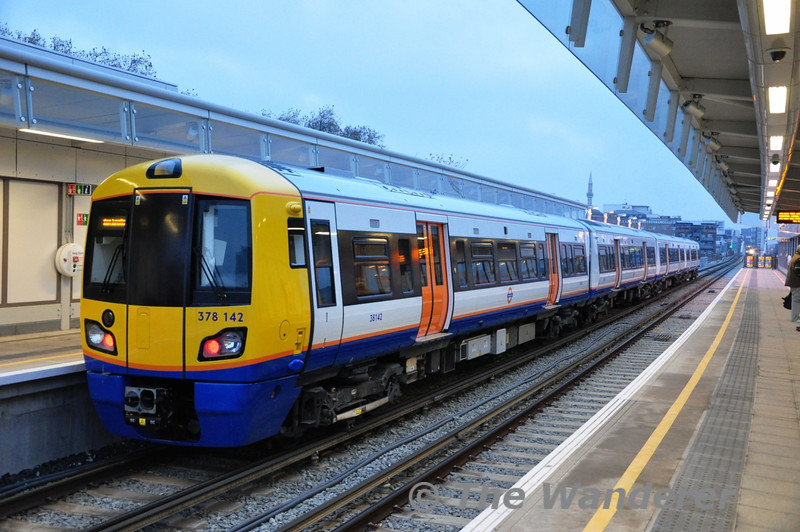 378142 at Hoxton bound for Dalston Jct. Sat 20.11.10