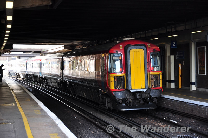 2419 at Gatwick Airport before working the 1035 to London Victoria. Mon 17.10.11