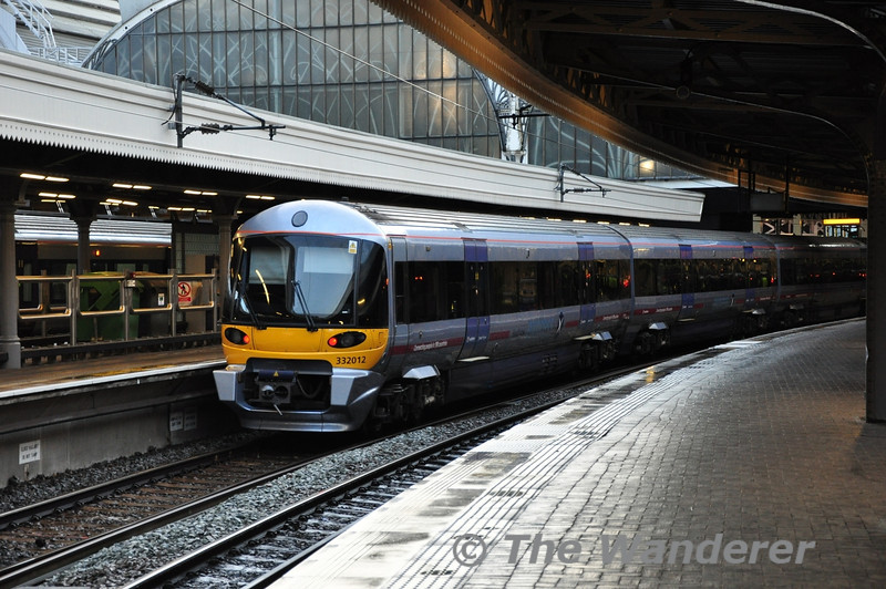 Heathrow Express 332012 at London Paddington. Wed 17.10.122